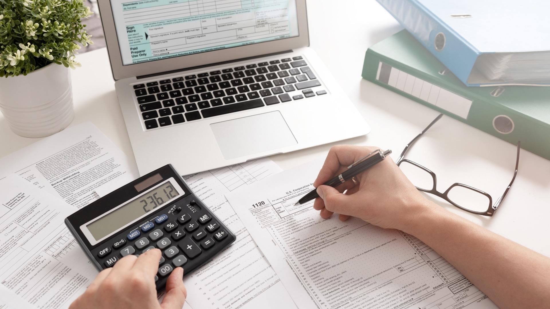 Read more about the article Auto entrepreneur et impôt sur le revenu fiscal : Tout savoir sur l'abattement forfaitaire et le prélèvement libératoire